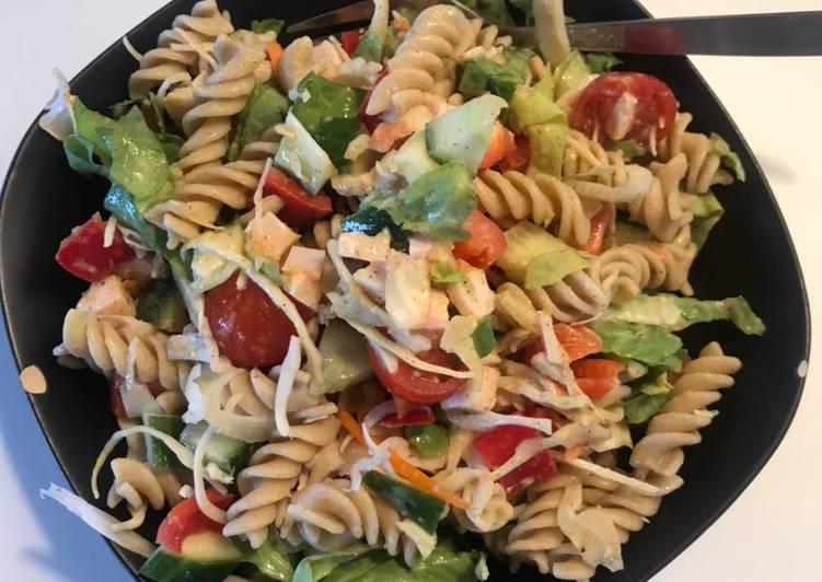 pastasalat med kylling og sennepsdressing